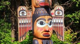 totem-poles-northwest-coast-b1097635